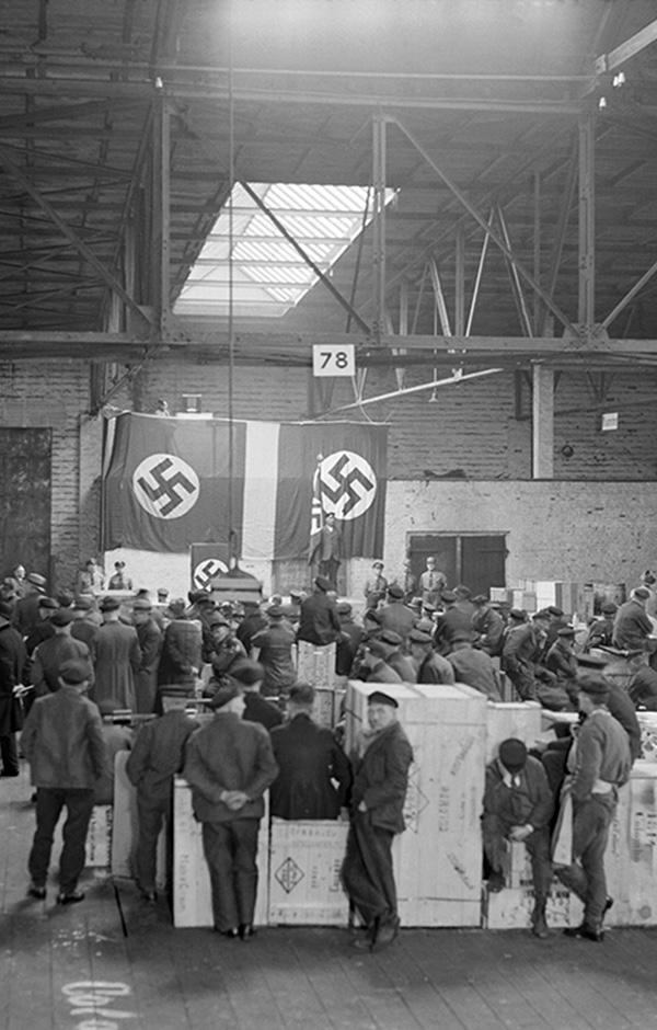 Hamburg Übertragung der Rede Hitlers am 21.3.1934 Matrosen Hafenarbeiter